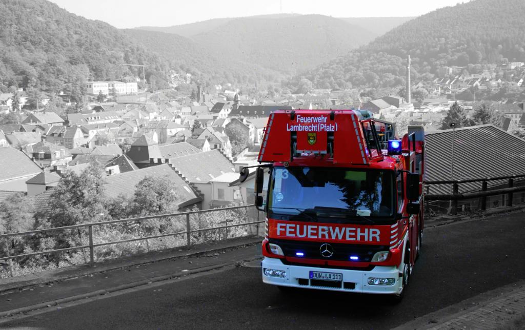 Feuerwehr vg lambrecht dlk 18 12 for Mercedes benz b0 service